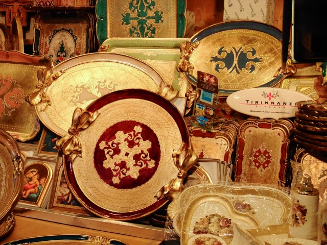 The logo of my favourite vendor of gold leaf trays also features the Florentine iris.