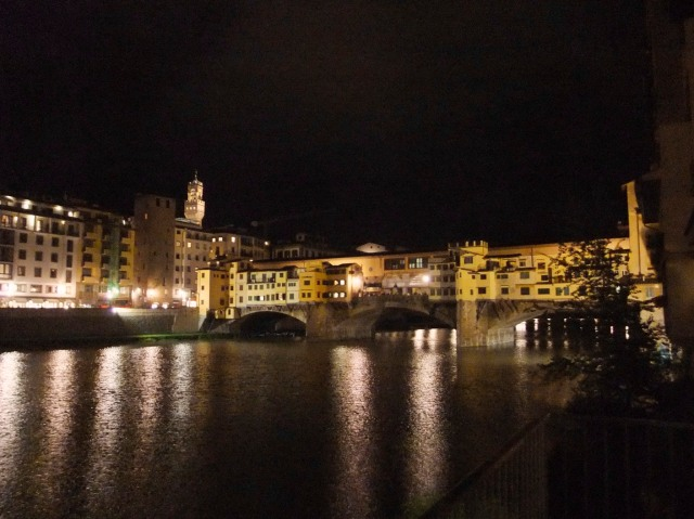 At night the Old Bridge is simply incantevole (enchanting).