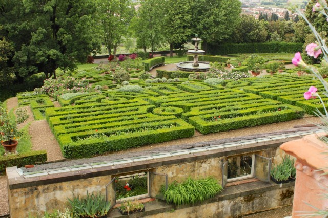This is the best place to view the symmetry and geometrically trimmed box of the lower parterre, essential elements of the classic Renaissance garden.