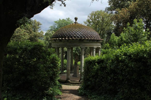 Almost an exact replica of the temple I'd seen in the gardens of Villa Cimbrone on the Amalfi Coast.
