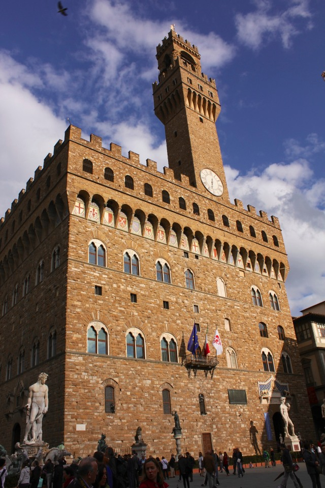 Surprisingly, the Guelphs apparently never got around to removing the white iris of their arch rival from the façade of one of the most important buildings at the time - Palazzo Vecchio.