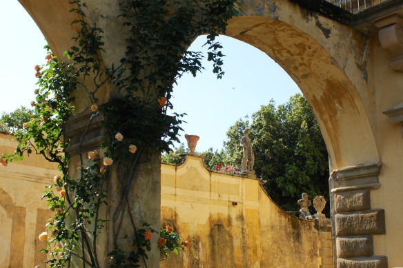 From the entrance level, a view of the wall supporting the lemon garden.