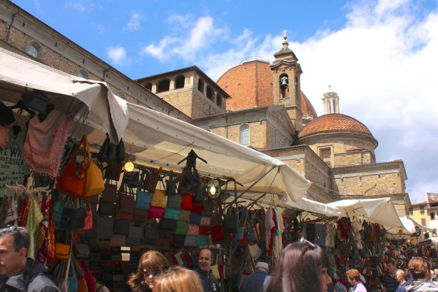 The Mercato di San Lorenzo, the most important food and outdoor market in the city, is on the north side.