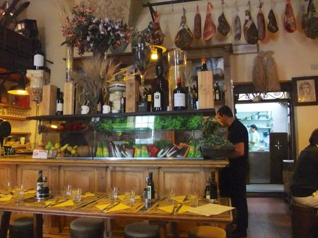 L'Osteria delle Belle Donne all set up for lunch.