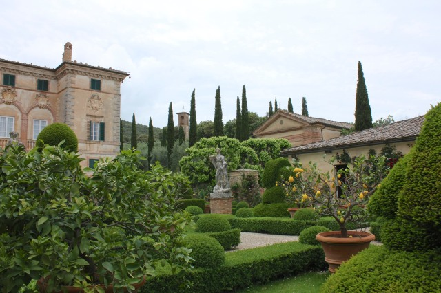 Entering the gardens of Villa Cetinale