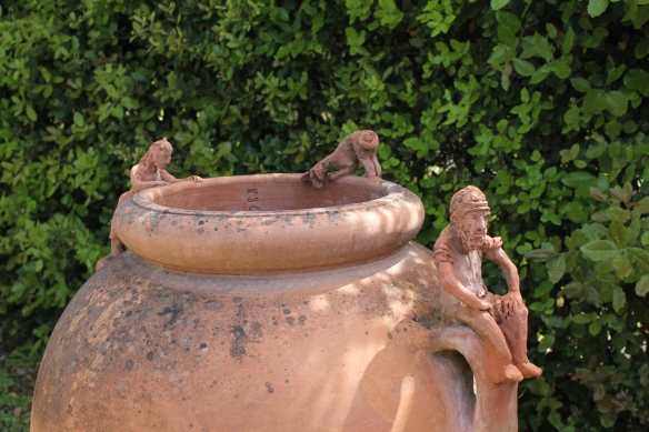 Along the path to the garden, or forest, or whatever it is, are giant terracotta pots.  It's impossible to walk by without having a peek to see what the creatures around the rim are looking at.  (Nothing.)