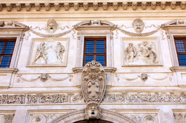 In typical Medici style, their coat of arms front and centre.