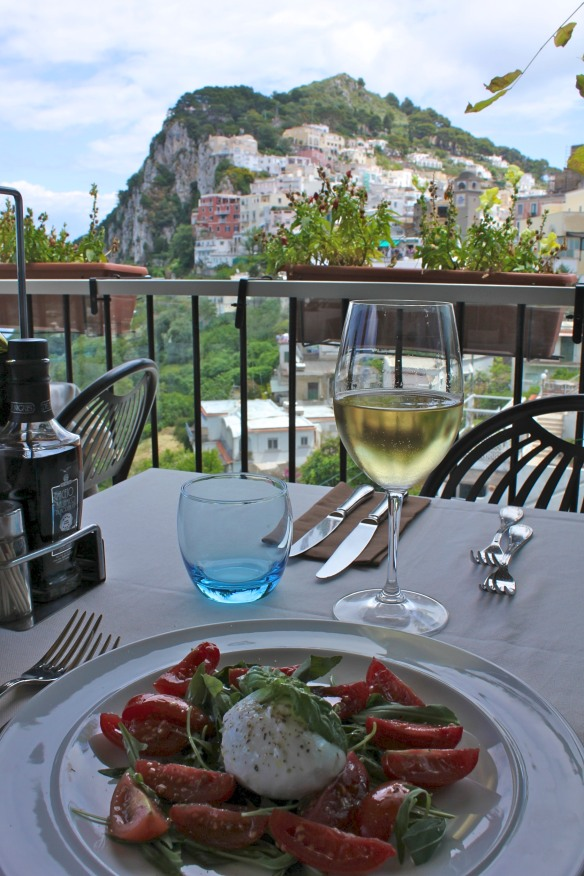 Pranzo con vista. (Lunch with a view_.