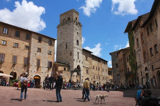 Piazza della Cisterna, the centre of social life.