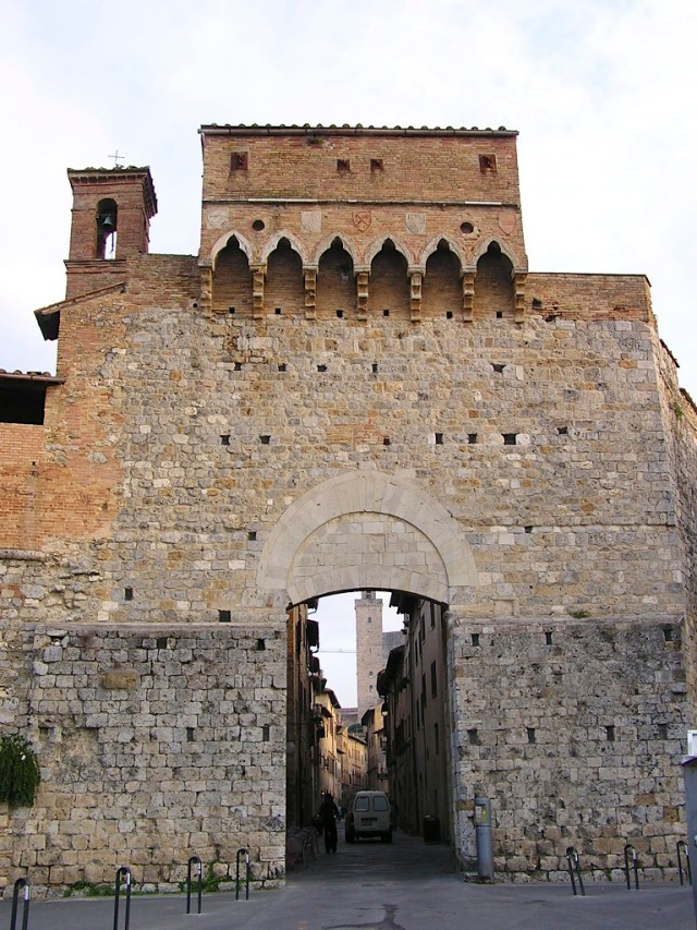 Porta San Giovanni, my favourite gate for entering the city.