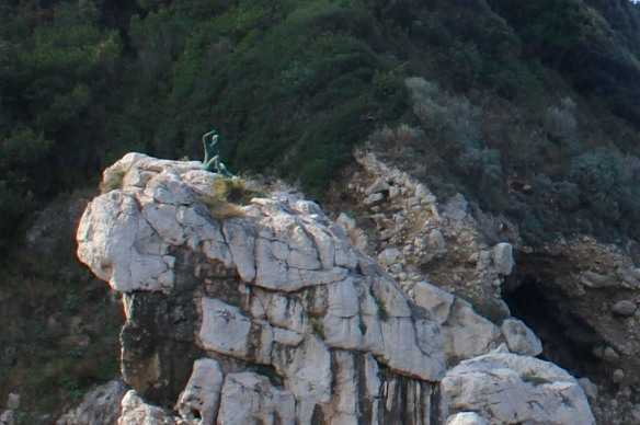 Gennarino waves 'Benvenuto'.  Welcome.