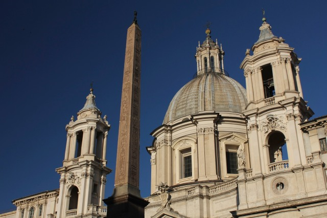La Chiesa di Sant'Agnese in Agone occupies almost the entire west side of the piazza.