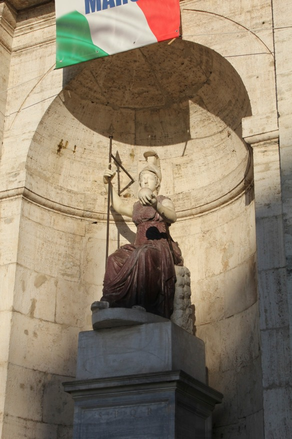 Below the entrance to the Palazzo Senatorio, Minerva, the goddess of Rome.